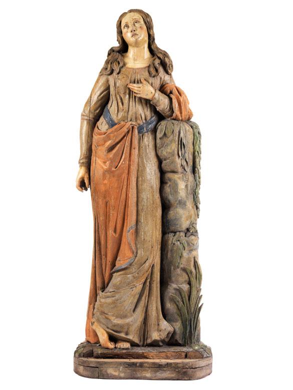 Geschnitzte Standfigur eines jungen Mädchens