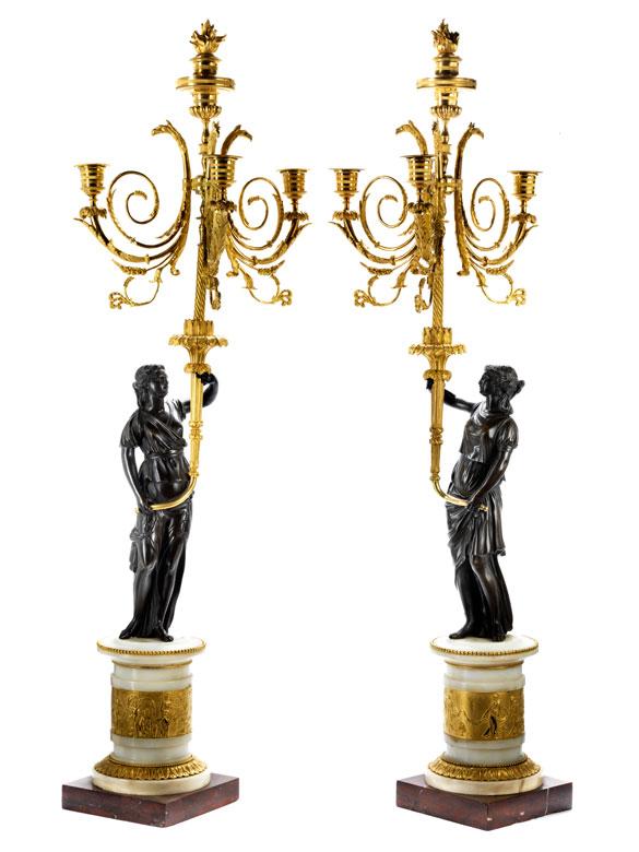 Paar elegante Louis XVI-Kandelaber