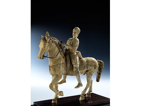 Elfenbein-Schnitzfigur Bartolomeo Colleoni (um 1400 – 1475) zu Pferde