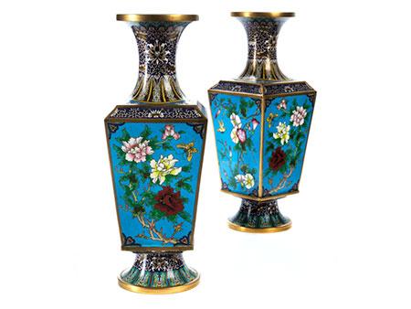 Paar große Cloisonné-Vasen