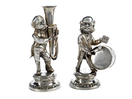 Paar silberner Musiker mit Tuba und Trommel