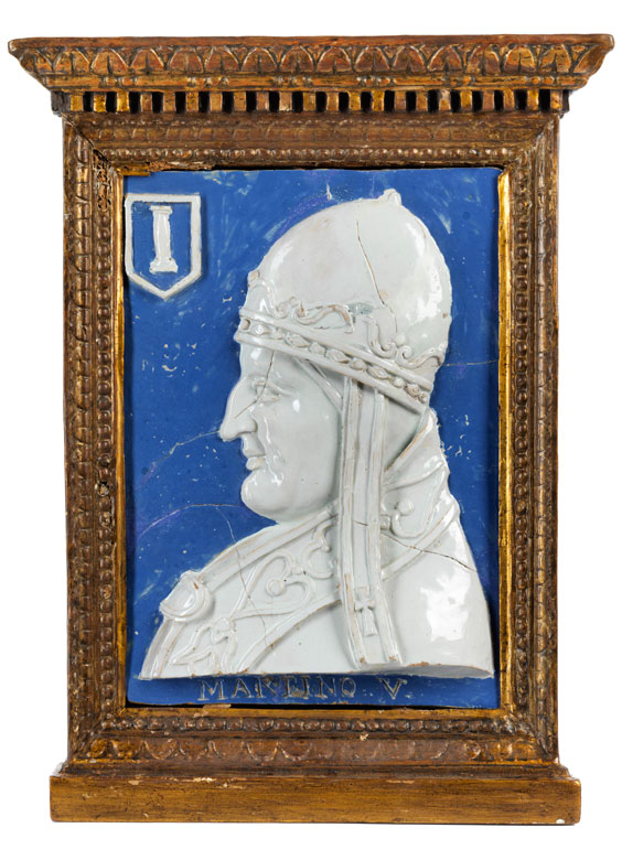 Bedeutende museale Majolika-Reliefplatte mit Portraitbildnis Papst Martinus V