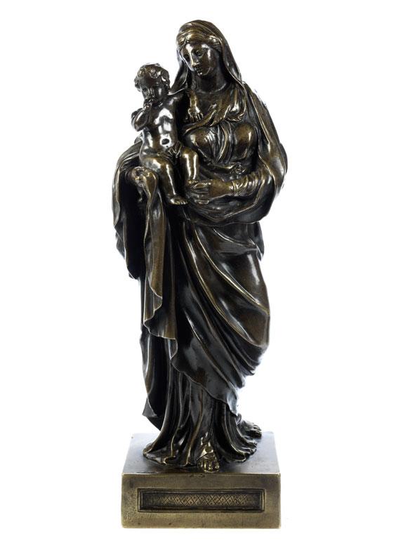 Bronzefigur einer Maria mit dem segnenden Jesuskind