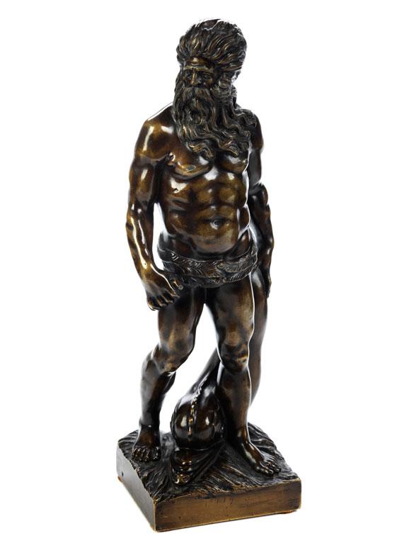 Bronzefigur des Meeresgottes Neptun mit Delfin