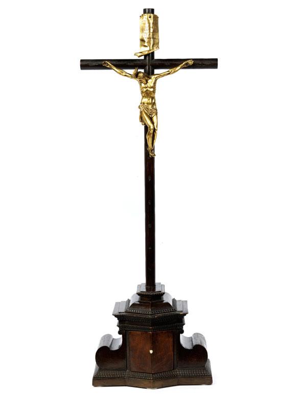 Augsburger Altarkreuz mit Corpus Christi in vergoldeter Bronze nach Modellvorbild von Giambologna (um 1529 – 1608)