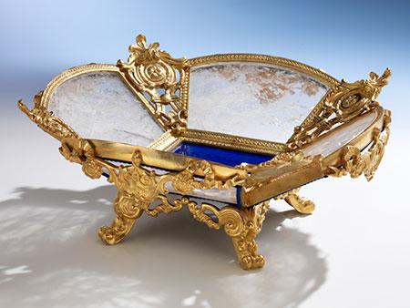 Tischschale in Vergoldung, unter Verwendung von Bergkristall und Lapislazuli