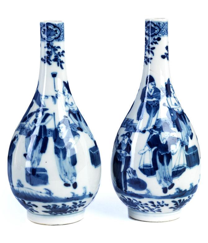 Paar blau-weiße Kangxi-Vasen