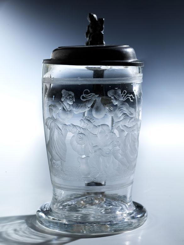 Kleiner Glaskrug mit Zinndeckel