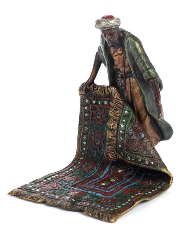 Wiener Bronze eines orientalischen Teppichverkäufers