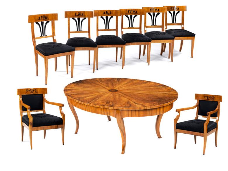 Sitzgarnitur mit Tisch, Stühlen und Armlehnstühlen
