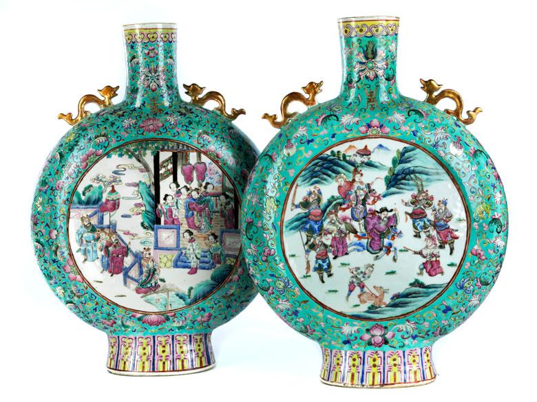 Paar große chinesische Porzellanvasen