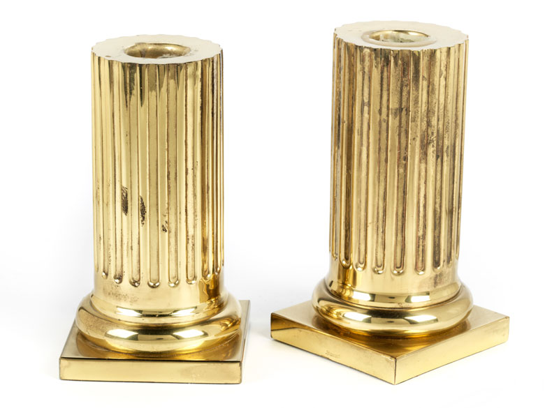 Paar kannelierte Säulenstümpfe als Kerzenhalter