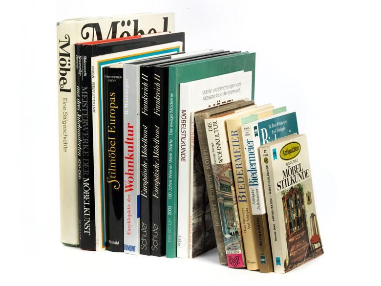Konvolut von 14 Büchern zum Thema Möbel