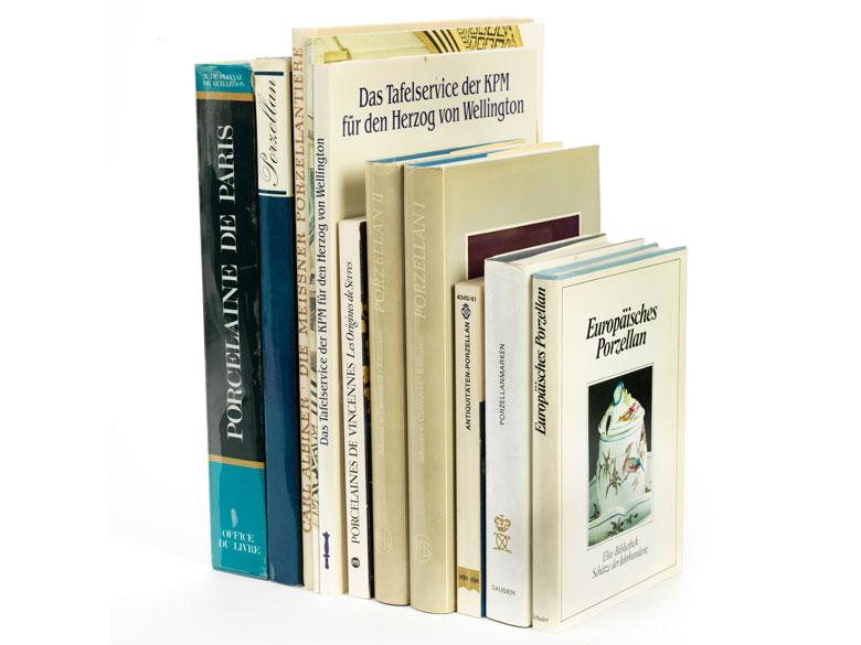 Konvolut von elf Büchern zum Thema Porzellan