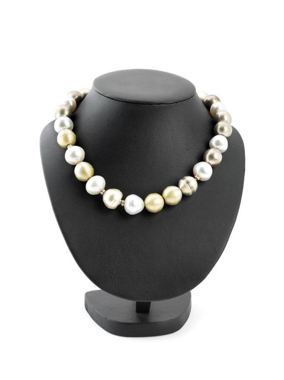 Kette mit großen Perlen