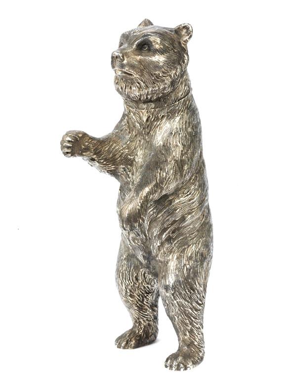 Silbernes Trinkspiel in Form eines Bären