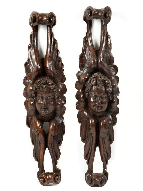 Paar Reliefs mit Cherubim-Köpfen