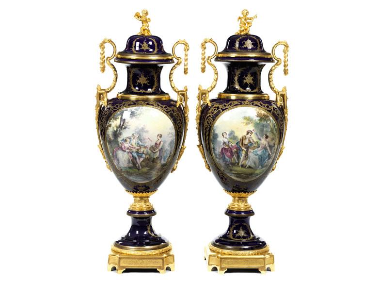 Paar große dekorative Vasen