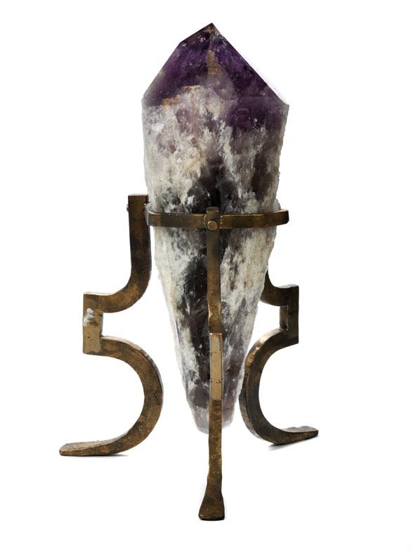 Sehr großer Amethyst auf Eisenstand