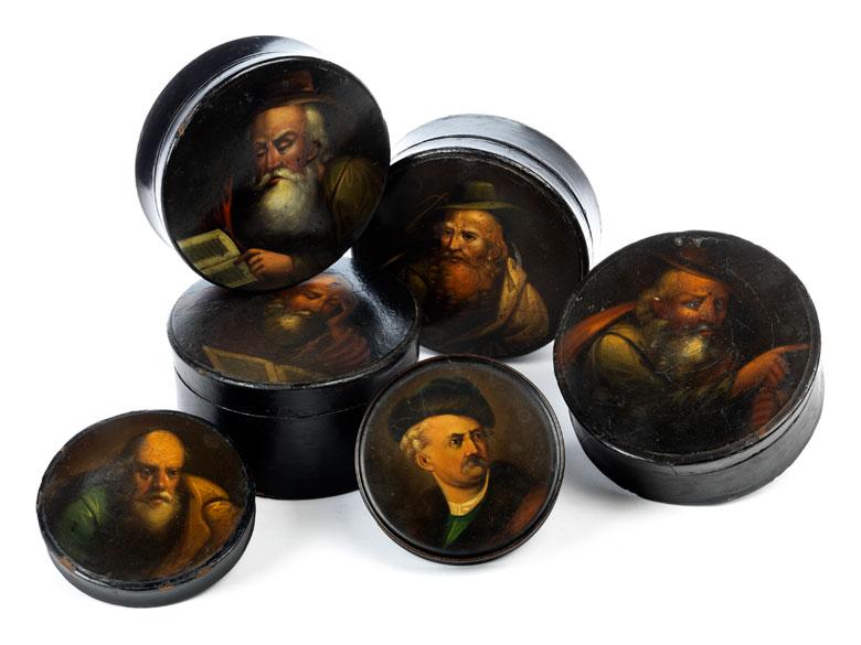 Sammlung von sechs Rundlackdosen in der Art von Stobwasser