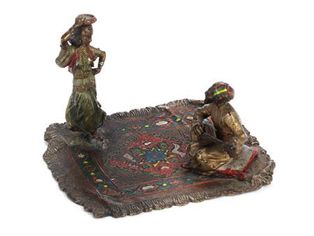 Wiener Bronze eines musizierenden Arabers mit Tänzerin