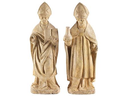 Zwei rundplastische Steinfiguren Heiliger Bischöfe