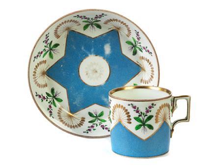 Klassizistische Wiener Tasse mit Untertasse