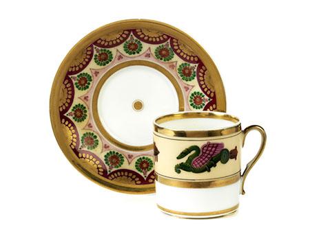 Klassizistische Tasse mit Untertasse