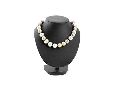 Detail images:  Kette mit großen Perlen