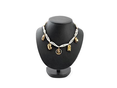 Detail images:  Perlenkette mit Anhängern