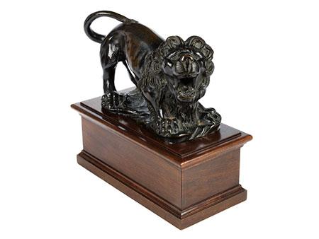 Löwenfigur im Bronzeguss