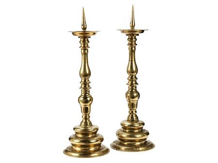 Paar große Bronzekerzenleuchter