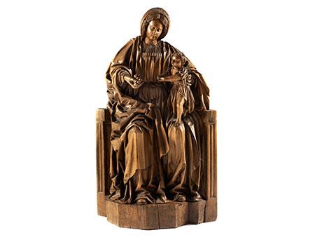 Große Schnitzfigurengruppe einer thronenden Maria mit dem Jesuskind