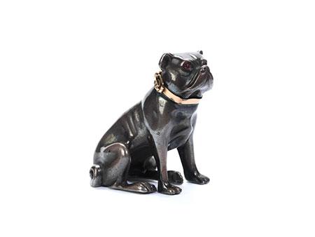 Silberfigur einer Bulldogge