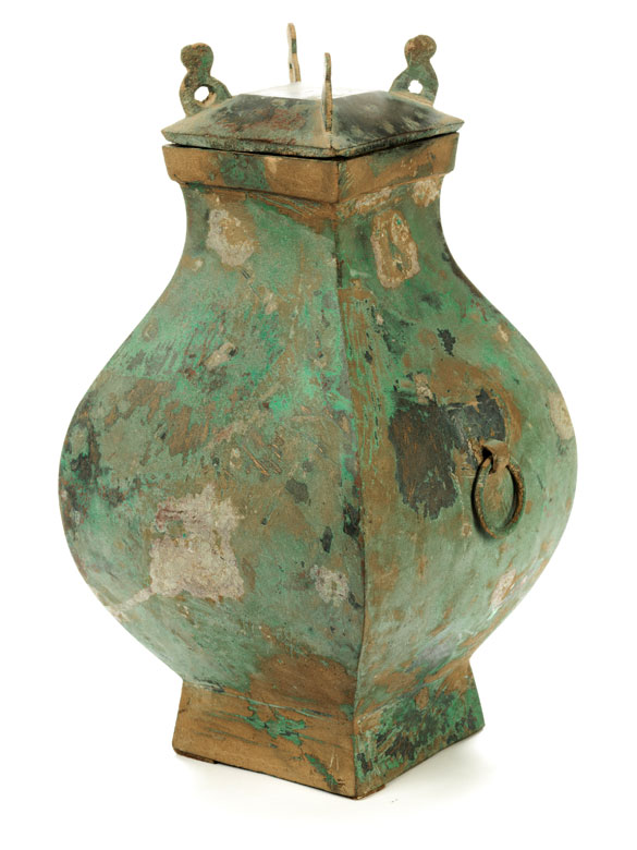 Bronzegefäß mit Deckel