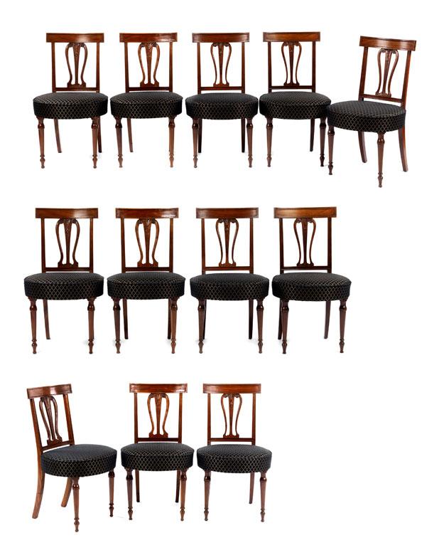 Satz von zwölf Stühlen im Empire-Stil