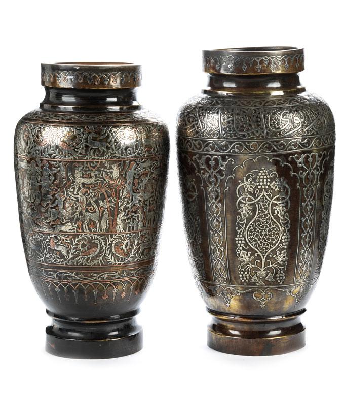 Ein Paar persische Vasen