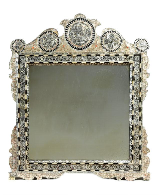 Außergewöhnlicher Spiegel