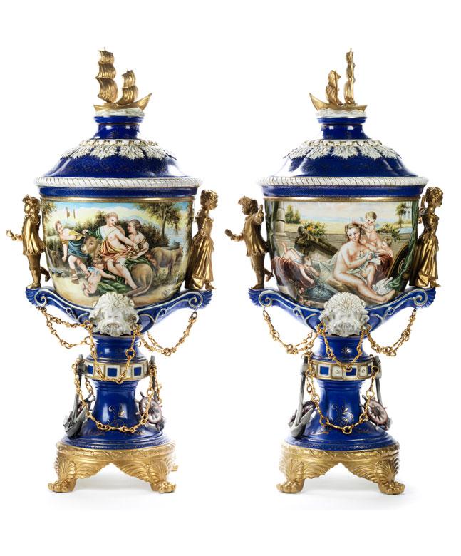 Paar große prächtige Sèvres-Ziervasen