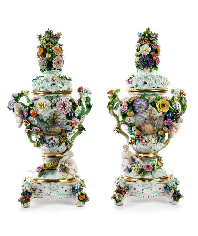 Paar überaus prächtige Meissner Potpourri-Vasen