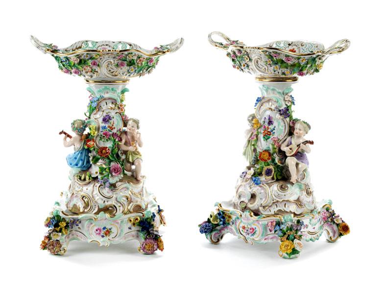 Paar große Prunktafelaufsätze in Porzellan