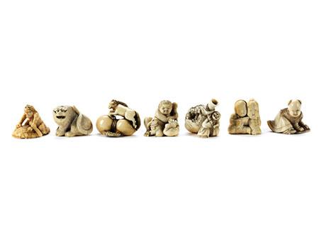 Sammlung von sieben Netsuke in Elfenbein