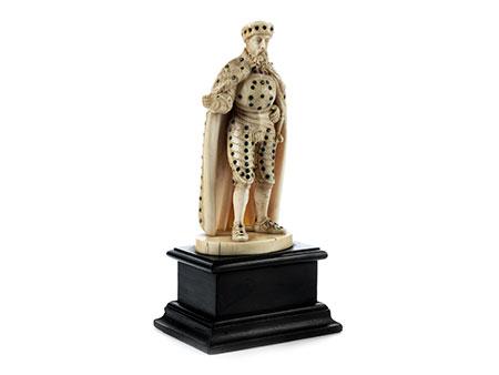 Elfenbeinstatuette eines Herrschers