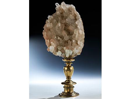 Große und prächtige Bergkristallstufe