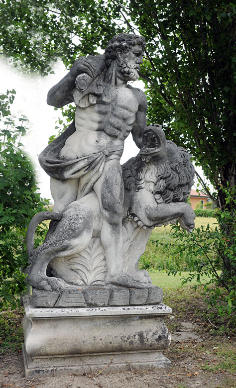 Herkules als Gartenfigur