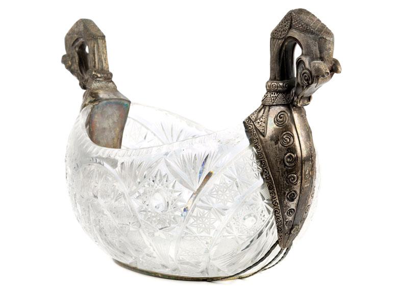 Detailabbildung: Russische Kristallschale mit Silberhenkeln