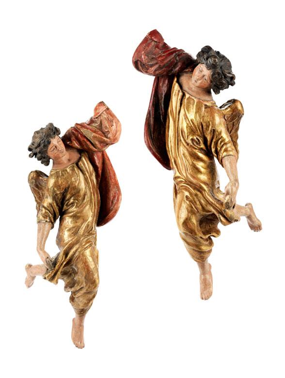 Paar geschnitzte Engel