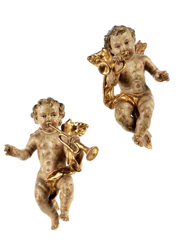 Paar geschnitzte Barockengelchen mit Blasinstrumenten