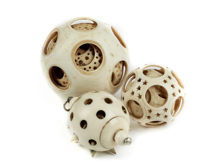 Satz von drei Kunstkammer-Elfenbeinkugeln (Puzzle-Balls)