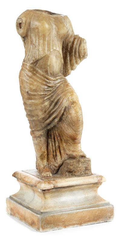 Weiblicher Alabastertorso im Stil der Antike